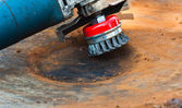 Wire brush for cleaning rust off metal surface — Stock Photo