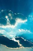 Nuvole di sole colpisce trogolo — Foto Stock