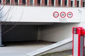 Wejściu parking podziemny — Zdjęcie stockowe