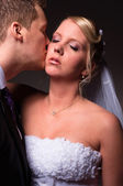 Groom kissing the bride — Foto Stock