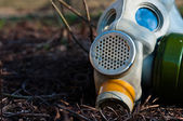 Protective gasmask in the middle of a disaster — Stockfoto