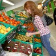 Woman at the grocery store buying fruits and vegetables — Stock Photo #5695792