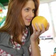 Woman at the grocery store buying fruits and vegetables — Stock Photo #5695797