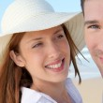 Happy couple at the beach — Stock Photo