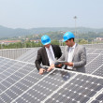 Engineers checking solar panels setup — Stock Photo #5697246
