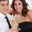 Couple celebrating new year's eve — Stockfoto