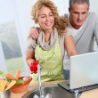 Couple cooking in kitchen — Stock Photo