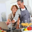 Couple cooking — Stock Photo