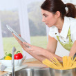 Woman in home kitchen — Stockfoto