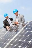 Engineers checking solar panels setup — Stock Photo
