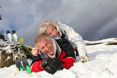 Senior couple having fun at ski resort — Stockfoto