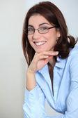 Portret van zakenvrouw met brillen — Stockfoto