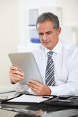 Portrait of businessman with electronic tab — Stockfoto