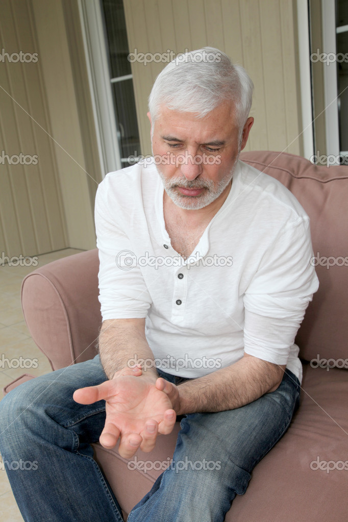 Senior man with osteoarthritis pain — Stock Photo #5695364