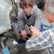 Teenager in professional training in workshop - Stockfoto