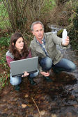 Teenagers in environmental professional training — Stock Photo