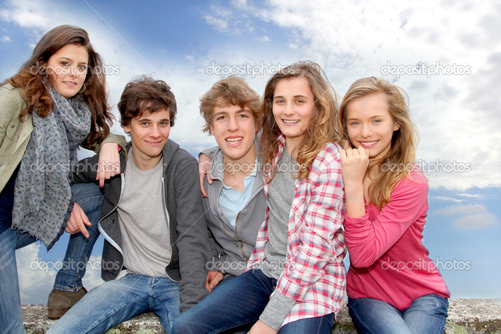 Group of teenagers sitting outside — Stock Photo #5701056