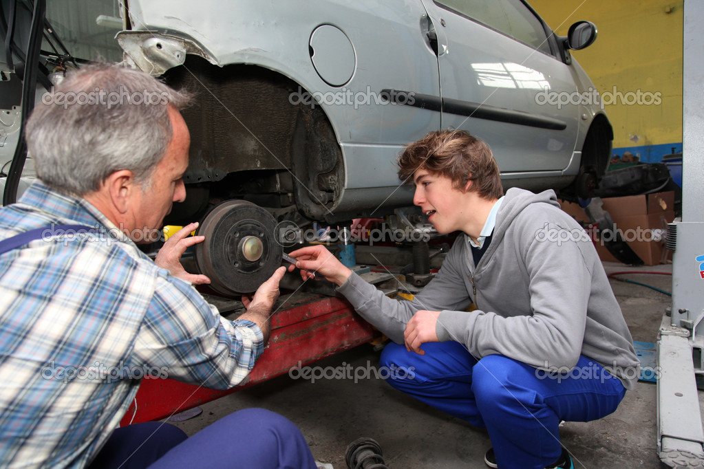 Teenager in professional training in workshop — Stock Photo #5701127
