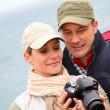 Couple with camera on hiking day — Stok fotoğraf #6700112