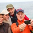 Group of hikers taking picture of themselves — Foto de Stock