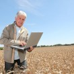 Agronomist in wheat field — Stock Photo #6702711