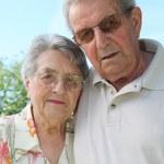 Senior couple in garden — Stock Photo