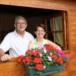 Senior couple in log cabin — Stock Photo