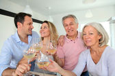 Family drinking wine — Stockfoto