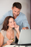 Couple shopping on internet — Stock Photo
