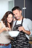Paar plezier koken — Stockfoto