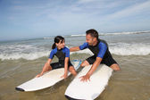 Father and daughter surfing — Stockfoto