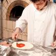 Chef machen eine Pizza base — Stockfoto #5740926