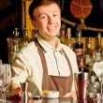 A barman at work — Stock Photo