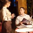 Порядок принятия официант — Стоковое фото
