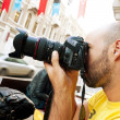 Man holding a camera — Stock Photo
