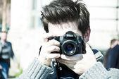 Een jonge fotograaf man — Stockfoto