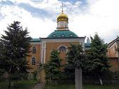Christian church and poet Pushkin — Stock Photo