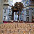 Interior of St.Peter Basilica and Bernini's baldacchino, Vatican, Ital — Stock Photo