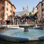 在罗马西班牙广场上的喷泉 — 图库照片