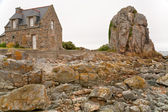 Country Breton house on Pink Granite Coast in Brittany — Stock Photo
