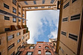 View on sky in Italian urban yard — Stock Photo