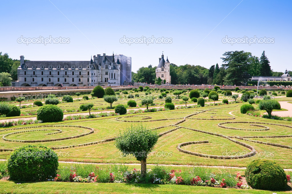 Landscape design in palace yard (Chateau de Cheverny, France) — Stock Photo #5719069