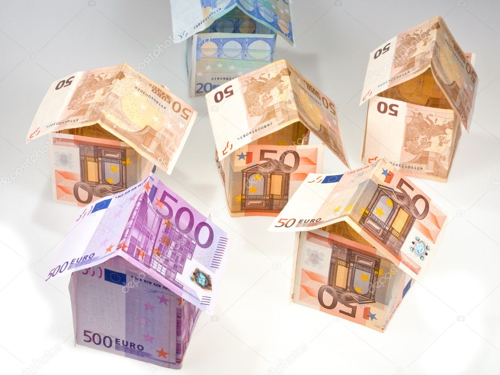 Expensive houses from euro banknotes — Stok fotoğraf #5719767