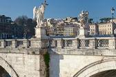 Estátuas na ponte de st.angel em Roma — Fotografia Stock