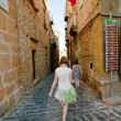 Tourist sightseeing in Piazza Armerina, Sicily — Stock Photo