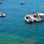 Tan on yachts near urban quay in Syracuse — Stock Photo