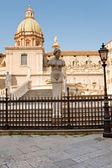 Piazza pretoria och statyer av fontänen pretoria i palermo — Stockfoto