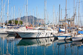 Yates y barcos en puerto viejo en palermo — Foto de Stock