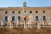 Piazza Pretoria and statues of fountain Pretoria in Palermo — Stock Photo