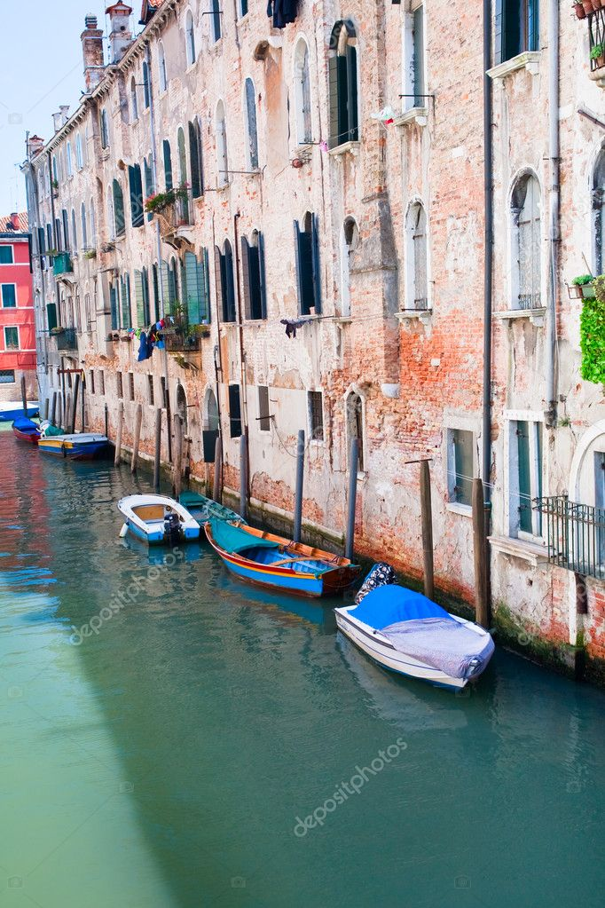 Parking of private boats on canal in Venice, Italy — Stock Photo #6459582